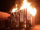 Casa é destruída pelo fogo no Bairro Cristo Rei em Vilhena, RO