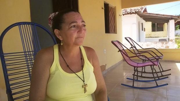 Maria Verônica Oscar, mãe de Jonas, disse que é um milagre o filho ter sobrevivido aos tiros (Foto: Eduardo Rodrigues/Inter TV Cabugi)