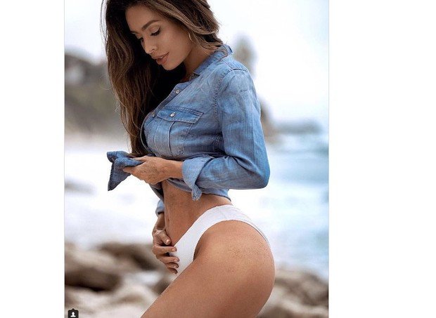 Modelo Saras Stage, em foto que anunciou estar grávida de 5 meses (Foto: Reprodução/Instagram)