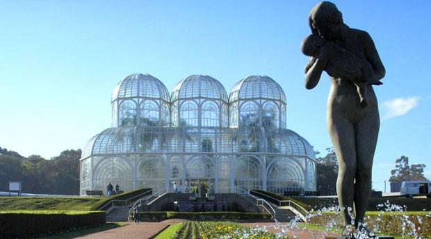 Jardim Botânico, em Curitiba: estado do Paraná tem imposto mais baixo (Foto: Wiki Commons)