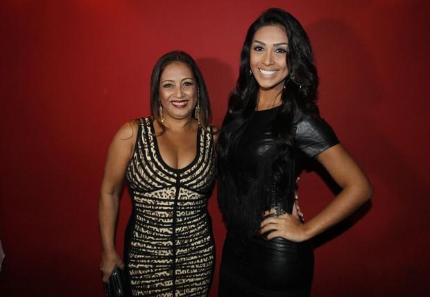 Amanda Djehdian e a mãe (Foto: Celso Tavares/EGO)