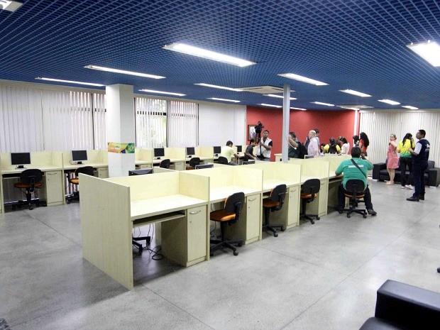 Computadores com impressoras e internet foram disponibilizados (Foto: Karla Vieira/Semcom)