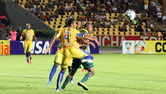Edgar (Sampaio) joga contra Interporto pela Copa do Brasil (Foto: Douglas Junior/O Estado)