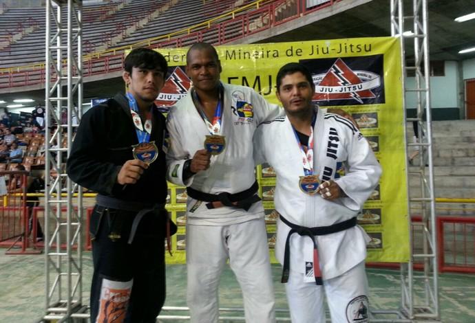 Wagner de Oliveira (dir.) Campeão Mineiro de Jiu-jitsu (Foto: Wagner de Oliveira/Arquivo Pessoal)