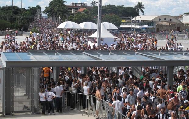 Entrada dos torcedores do Atlético-MG no Mineirão (Foto: Felippe Costa)