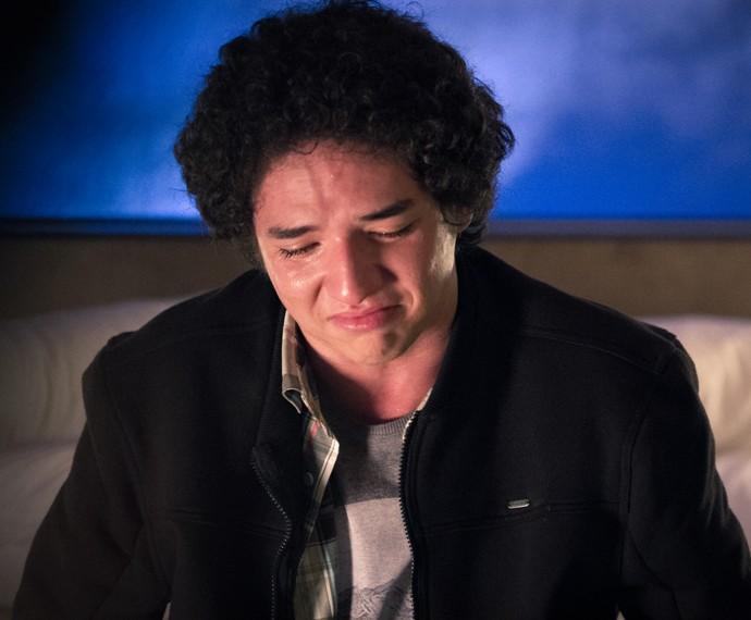 Bruno fica arrasado ao descobrir verdade sobre Stephanie (Foto: Fabiano Battaglin / Gshow)