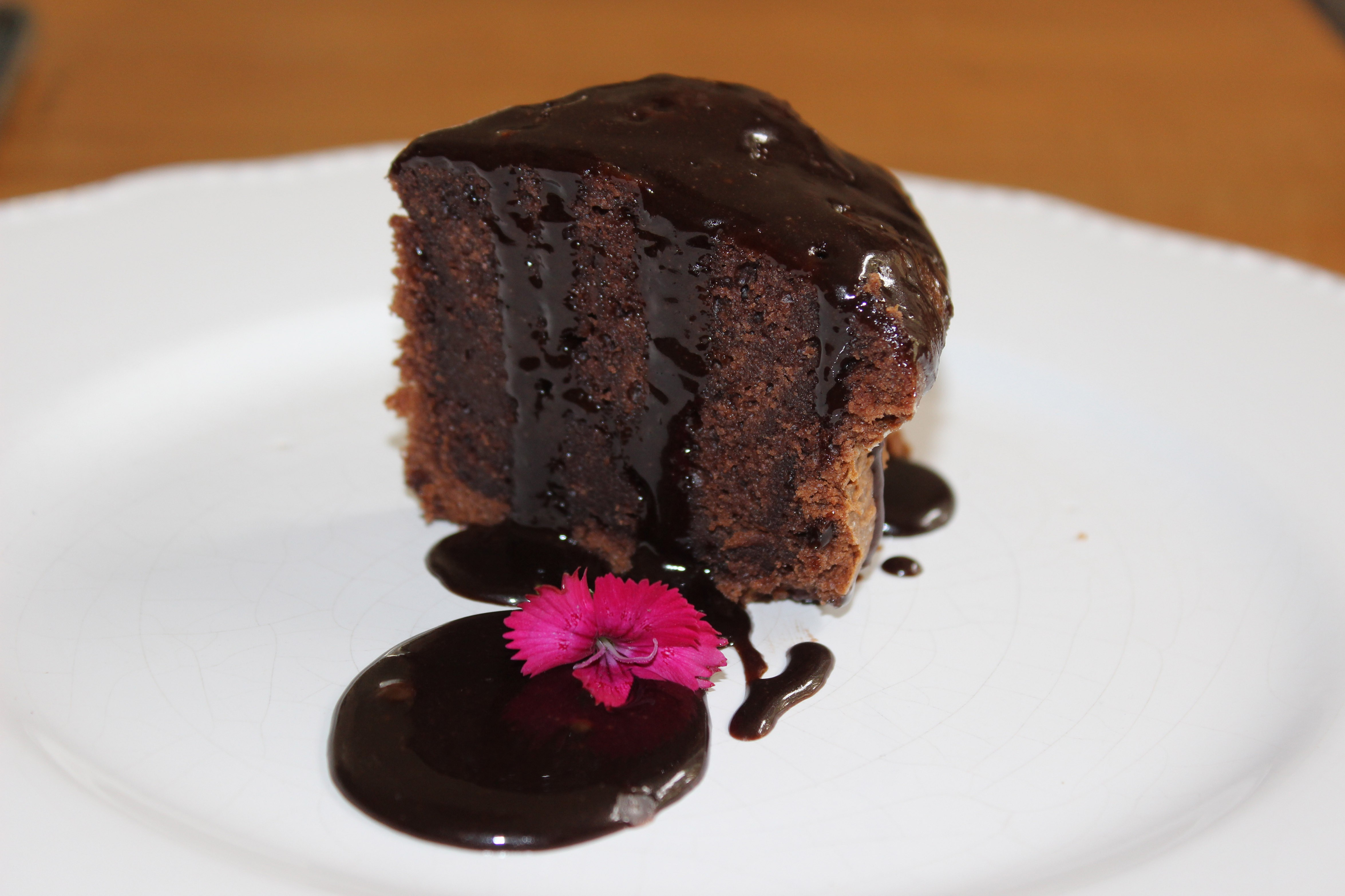 O bolo de chocolate molhadinho do Cositas na Cozinha (Foto: Divulgação)