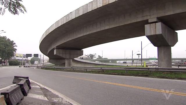 Viaduto Rubens Paiva em Cubatão (Foto: Reprodução/TV Tribuna)