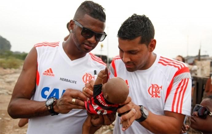 André Santos e Felipe Projeto Social Flamengo (Foto: Reprodução / Site Oficial Flamengo)