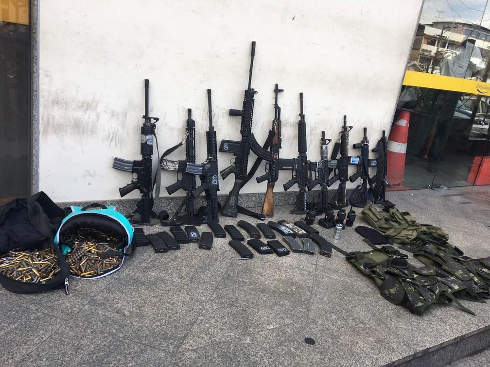 Armas foram apreendidas pelo Bope (Foto: Matheus Rodrigues/G1)
