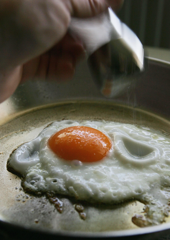 Um clássico: ovo frito bem feito é um espetáculo (Foto: Ralph Orlowski/Getty Images)