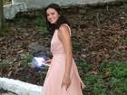 Famosas usam looks nas cores de 2016: rosa 'quartz' e azul 'serenity'