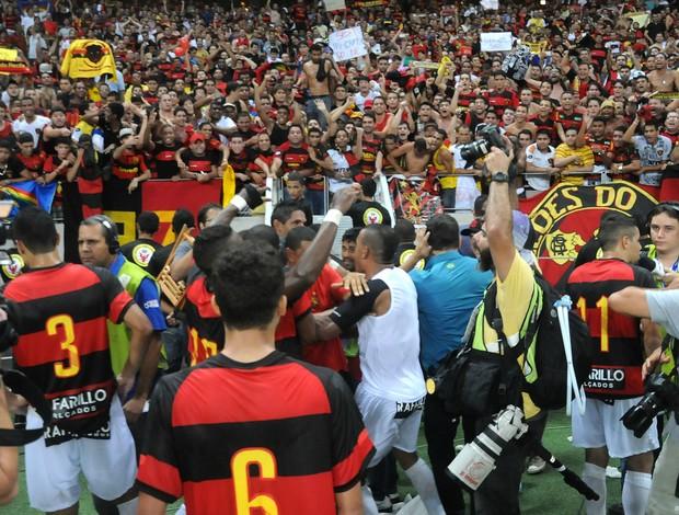 ceará x sport torcida (Foto: Aldo Carneiro / Pernambuco Press)