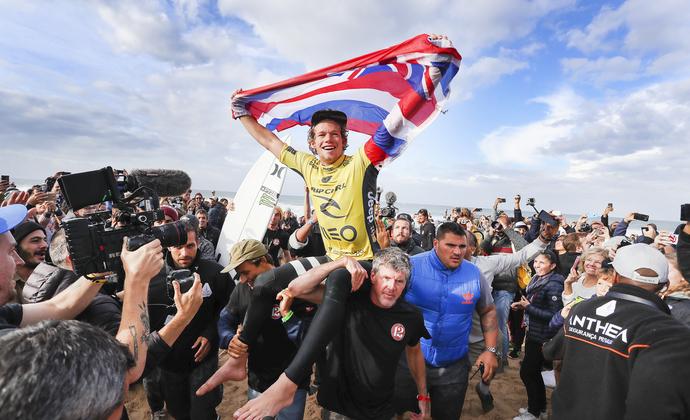 John John Florence comemora título mundial com vitória em Portugal (Foto: WSL /  Cestari)