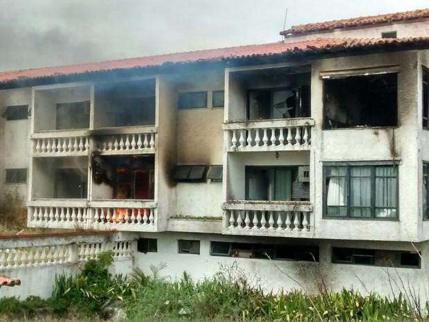 Quatros do hotel foram consumidos pelo fogo na tarde desta segunda (Foto: Alexandre Panisset/Arquivo Pessoal)