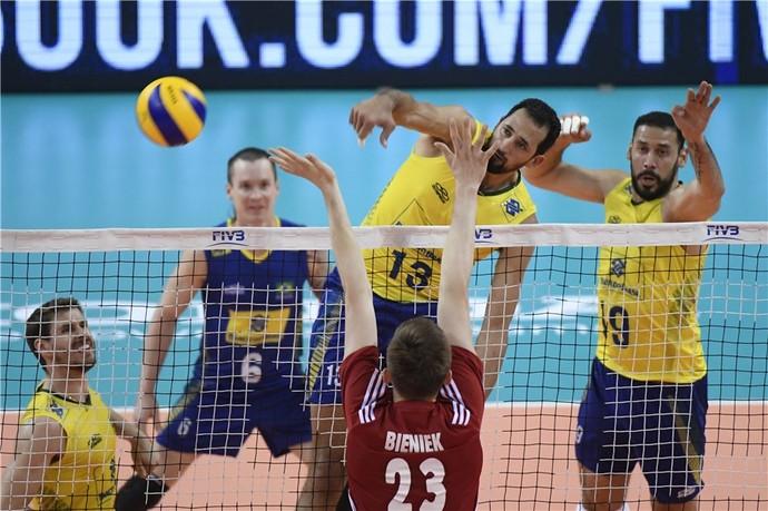 Maurício Souza Brasil x Polônia Liga Mundial vôlei (Foto: Divulgação /FIVB)