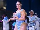 Gracyanne Barbosa usa vestido decotado e com transparências