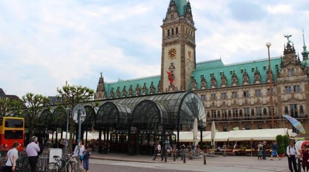Repórter e cinegrafista foram até Hamburgo, na Alemanha (Foto: Janara Nicoletti/G1)