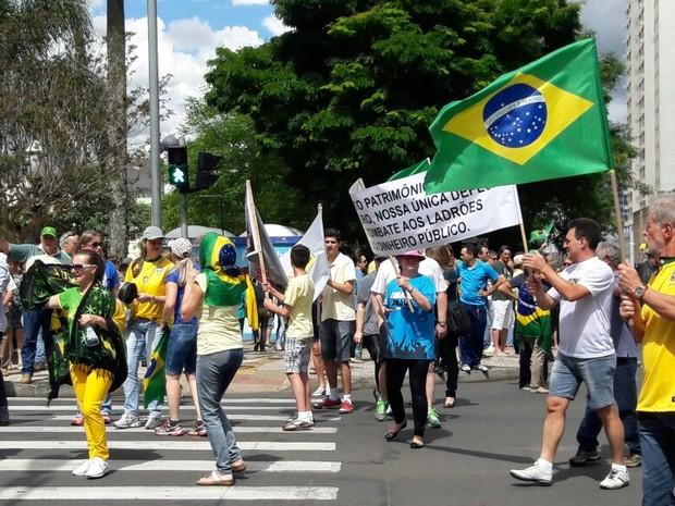 Manifestação Ponta Grossa 04/12 (Foto: Wesley Cunha/RPC)