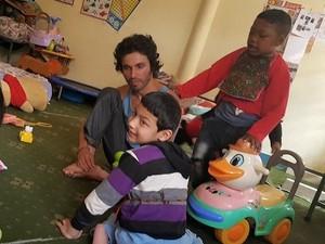 Daniel é voluntário em um orfanato em Katmandu (Foto: Arquivo pessoal)