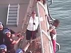 Policiais de NY resgatam homem que ameaçava pular de ponte nos EUA