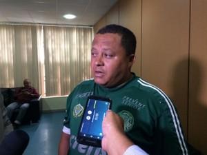José Cícero dos Santos, pai do menino assassinado, diz não acreditar que o adolescente agiu sozinho (Foto: Michelle Farias/G1)