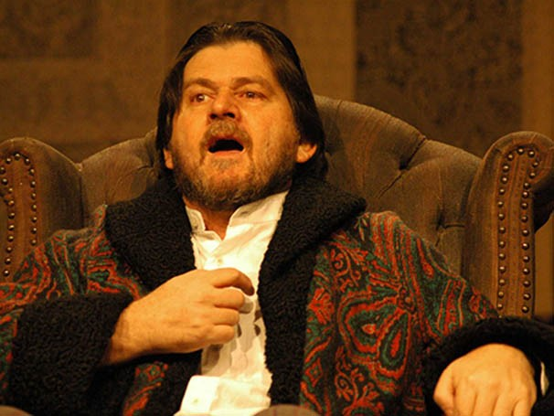 Celso Frateschi em cena da peça 'Sonho de Homem Ridículo' (Foto: Divulgação)