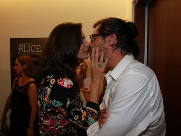 Helena Ranaldi e o namorado, Daniel Alvim, em estreia de peça na Zona Oeste do Rio (Foto: Marcello Sá Barretto/ Ag. News)