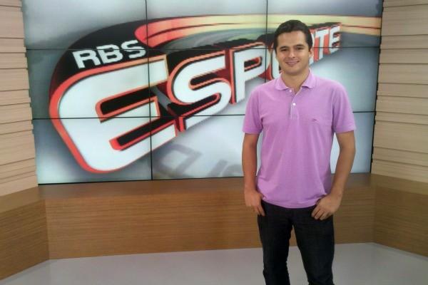 Thiago Morão apresenta o RBS Esporte (Foto: Divulgação/ RBS TV)