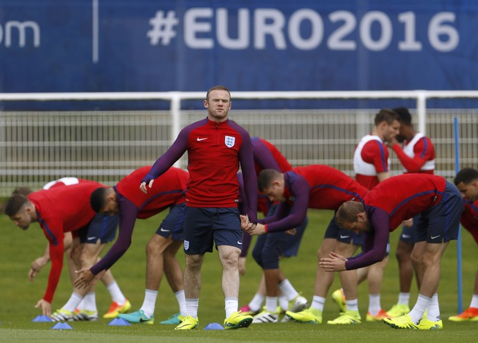 Rooney no treino da seleção da Inglaterra (Foto: Reuters/Lee Smith)
