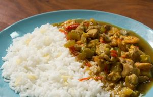 Frango tailandês com arroz de jasmin