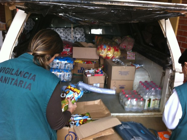 Volume de mercadorias lotou cinco caminhões, segundo polícia (Foto: Giulia Perachi/RBS TV)