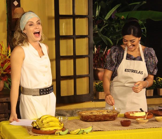 Angélica ri muito com Juliana Paes (Foto: CEDOC / TV Globo)