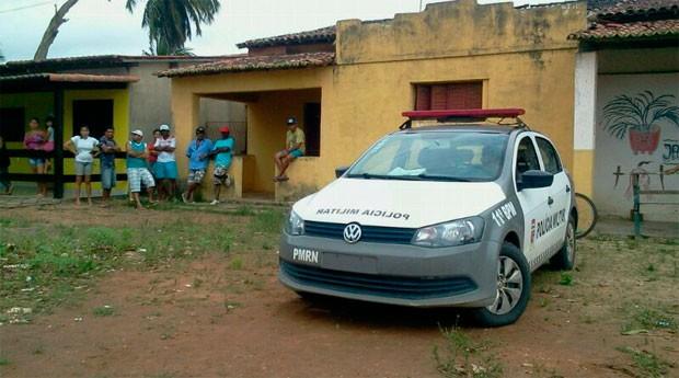 Corpos foram encontrados dentro de casa, na comunicade Cajazeiras, zona rural de Macaiba (Foto: Larisse Souza/G1)