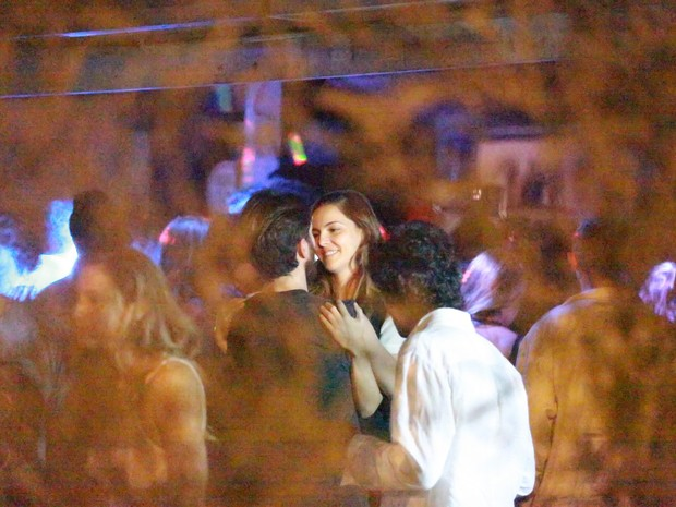 Tainá Müller em festa na Zona Oeste do Rio (Foto: Dilson Silva e Delson Silva/ Ag. News)