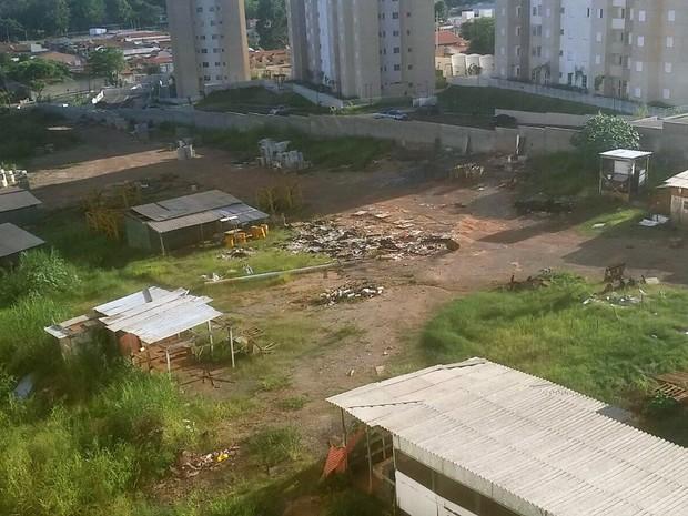 Terreno abandonado pela construtora PDG (Foto: Maria Isabel Guimarães Queiroz/Arquivo pessoal)