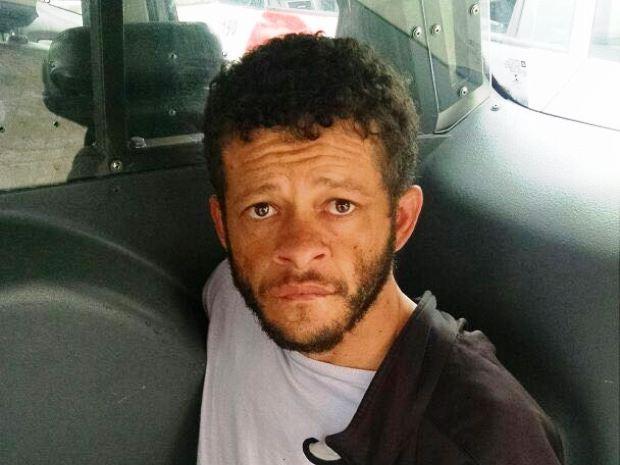 Homem procurado pela Justiça foi preso neste domingo em Santos (Foto: G1)