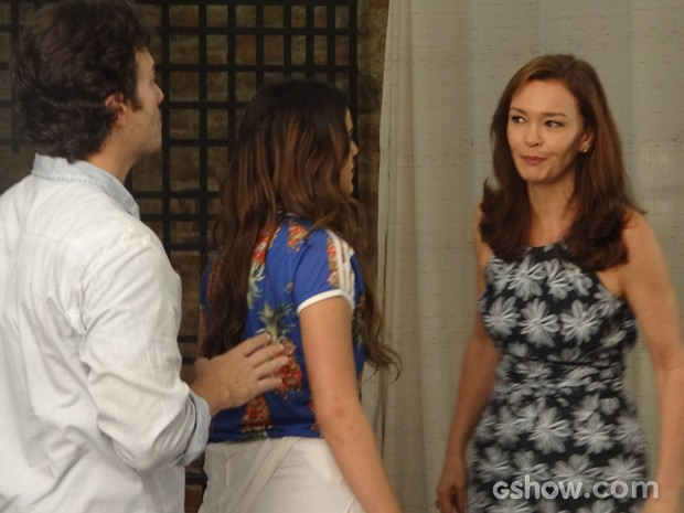 Helena defende Luiza de Laerte (Foto: Em Família / TV Globo)