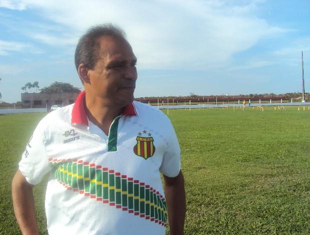 Técnico Everton Goiano iniciou os trabalhos na última quarta-feira (Foto: Afonso Diniz/Globoesporte.com)