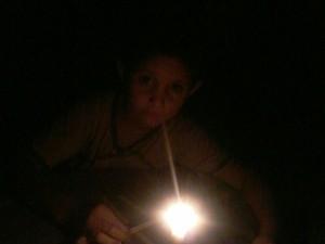 Moardores usaram velas para se guiarem no escuro (Foto: Arquivo pessoal/ Bolivio Bezerra)