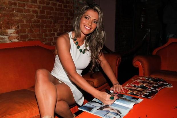 Fani Pacheco deixa calcinha à mostra (Foto: Manuela Scarpa/Photo Rio News)