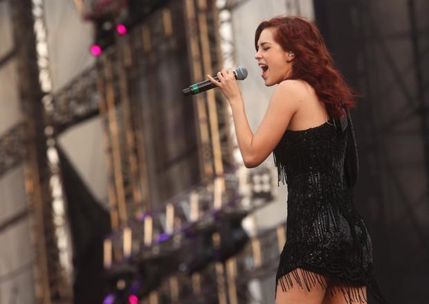 Sophia Abrahão cantando no festival Brahma Valley (Foto: Iwi Onodera / EGO)