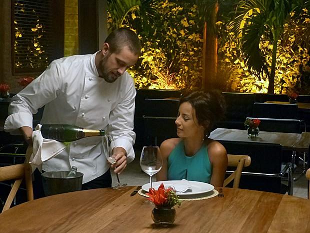 Vicente prepara o novo menu degustação do restaurante (Foto: Gshow)