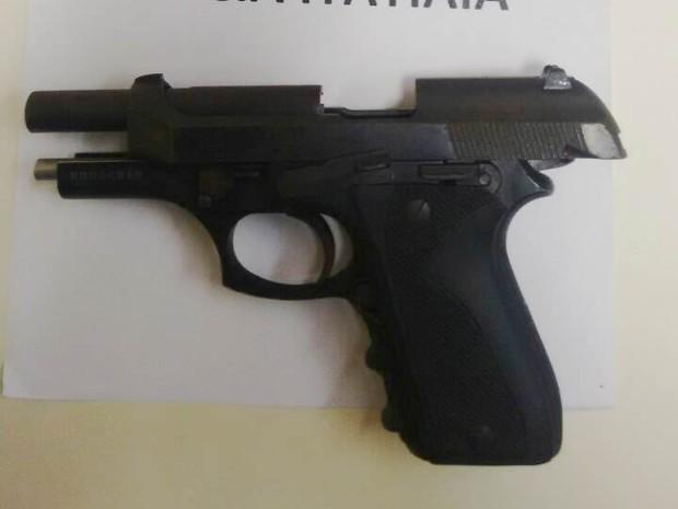 Arma encontrada com o suspeito pode ter sido usada no crime (Foto: Divulgação/Polícia Militar)