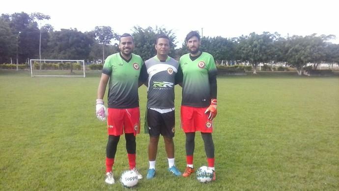 Odilon Júnior (no centro) e os goleiros do VEC (Foto: Marciano/ arquivo pessoal )