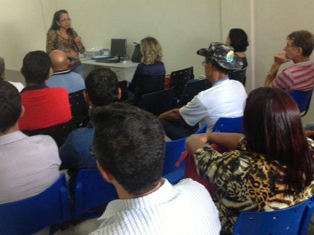 O objetivo foi esclarecer sobre o uso do novo produto a ser usado no combate ao Aedes Aegypti. (Foto: Rogério Aderbal/G1)