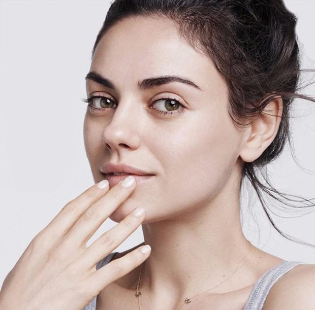 Mila Kunis sem maquiagem (Foto: Reprodução)