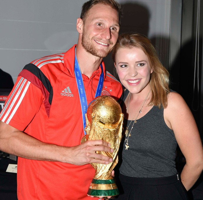 Festa alemanha howedes ao lado da esposa lisa Wesseler (Foto: Agência Reuters)