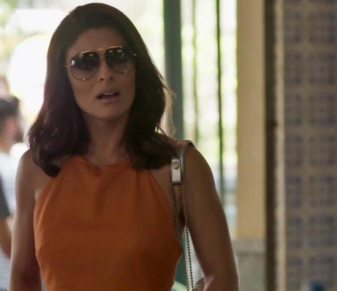 Carolina fica passada quando casal aparece no Flor do Lácio (Foto: TV Globo)