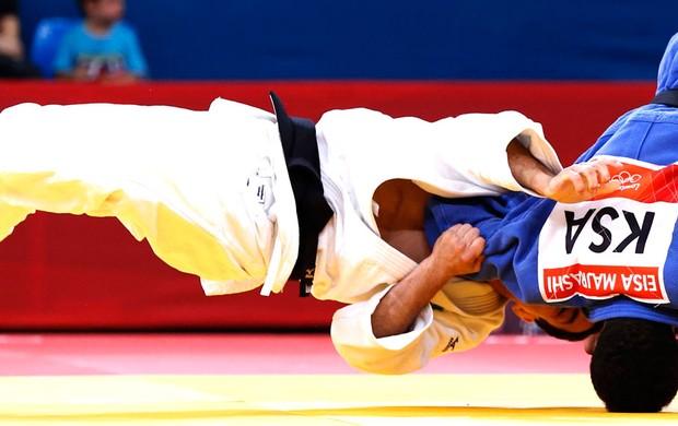 Felipe Kitadai na segunda luta de judô em Londres (Foto: Reuters)